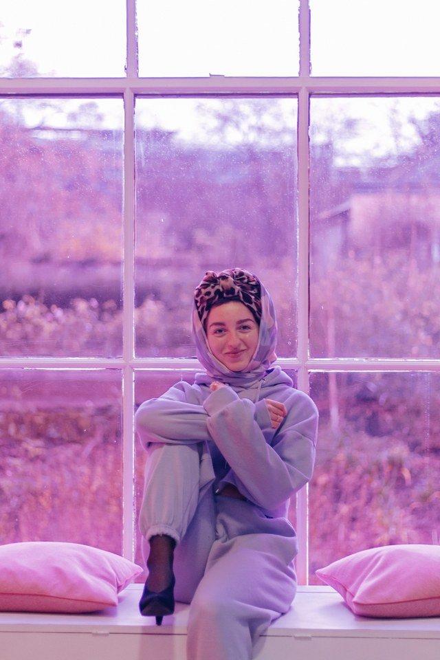 Farah Elle. Contatto. Photographed by Elena Cristofanon